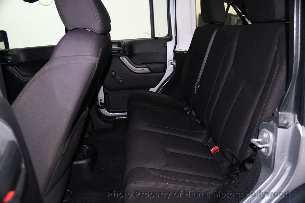 2014 Jeep Wrangler Unlimited 4WD 4dr Willys Wheeler - 17810296 - 19