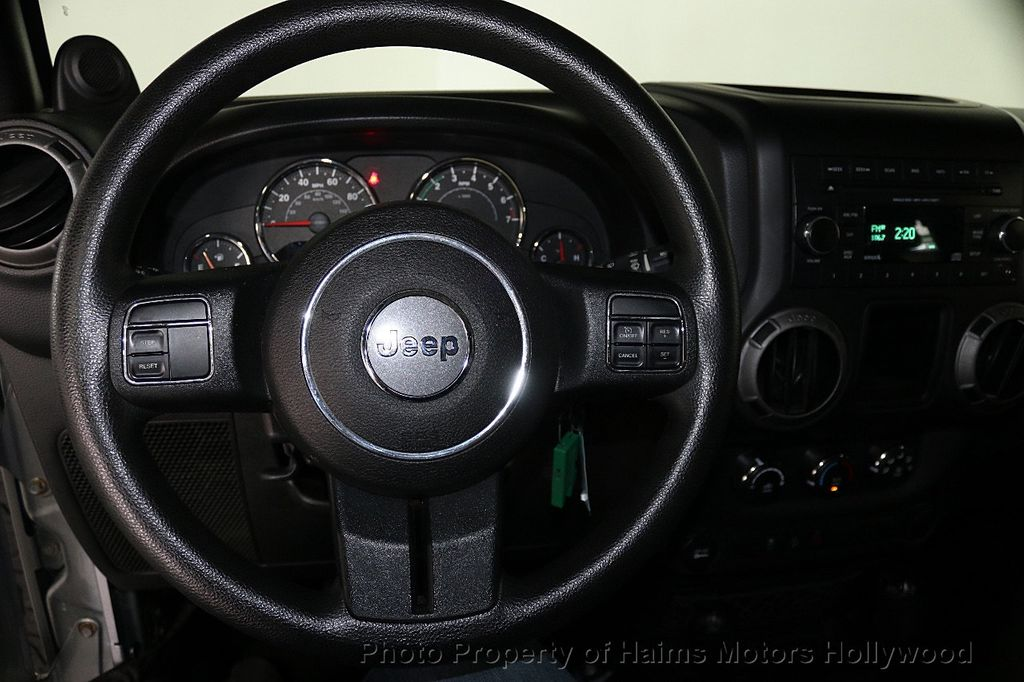 2014 Jeep Wrangler Unlimited 4WD 4dr Willys Wheeler - 17810296 - 29