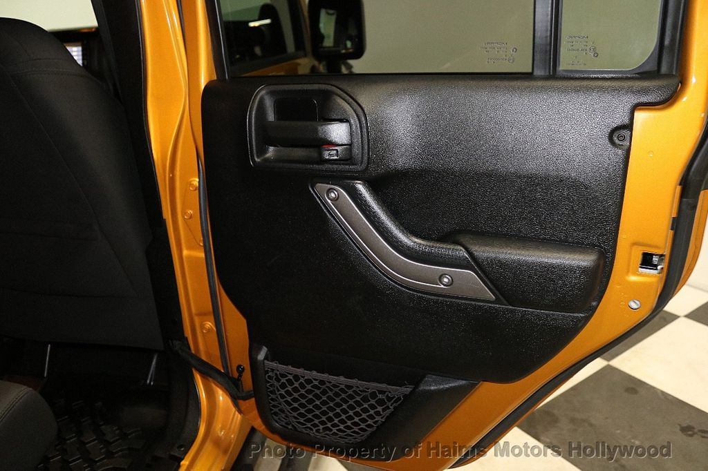 2014 Jeep Wrangler Unlimited 4WD 4dr Willys Wheeler - 18688932 - 22