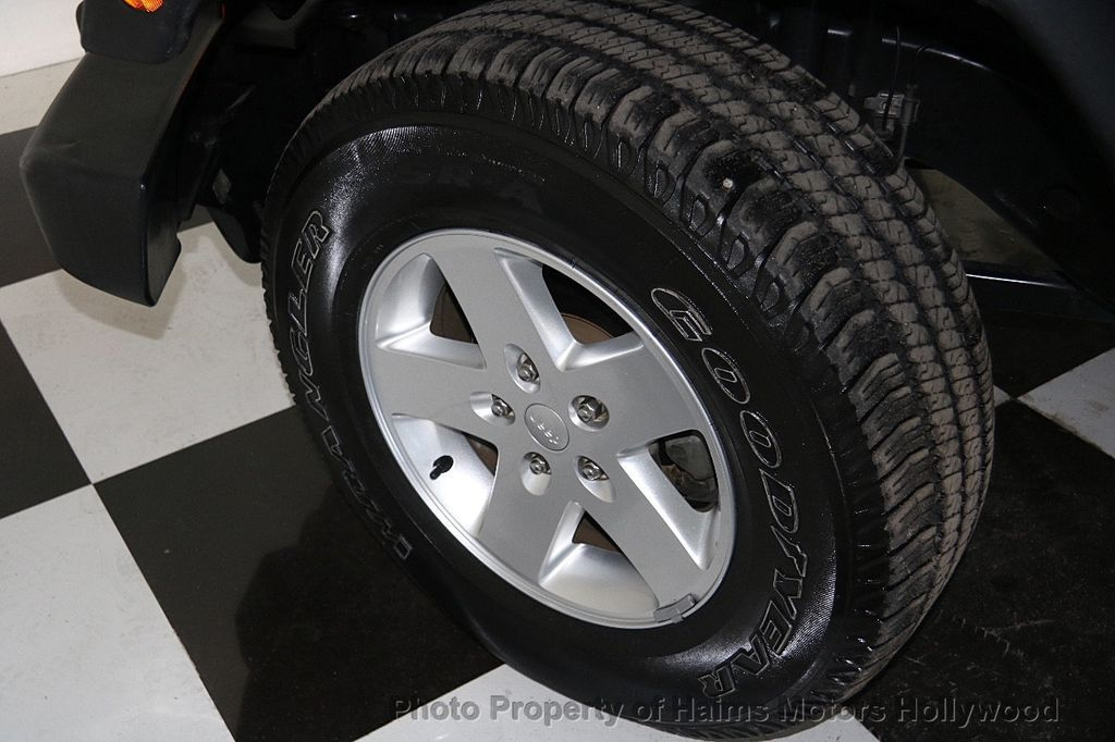 2014 Jeep Wrangler Unlimited Sport - 17140818 - 29