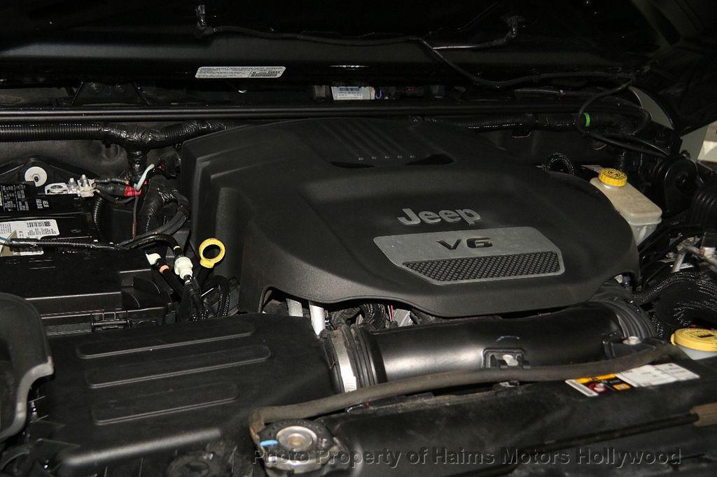 2014 Jeep Wrangler Unlimited Sport - 17140818 - 30