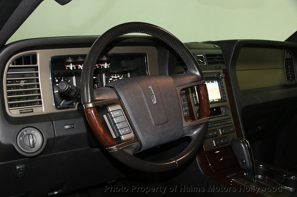 2014 Lincoln Navigator 4WD 4dr - 17048416 - 24