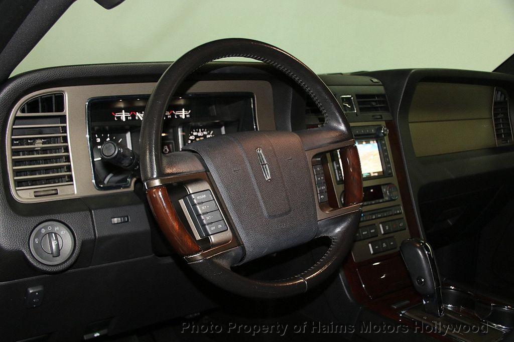 2014 Lincoln Navigator 4WD 4dr - 17048416 - 24