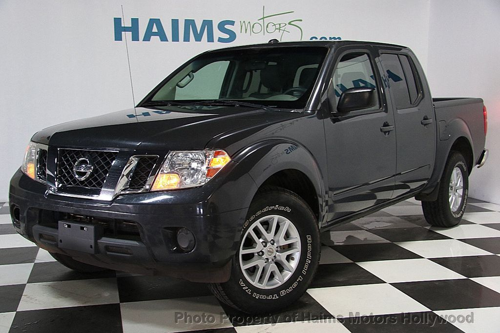 2014 Nissan Frontier 2WD Crew Cab SWB Automatic SV - 16898720 - 0