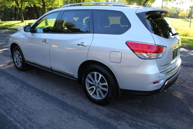 2014 Nissan Pathfinder ONE OWNER 4WD SL LEATHER MOONROOF - Click to see full-size photo viewer