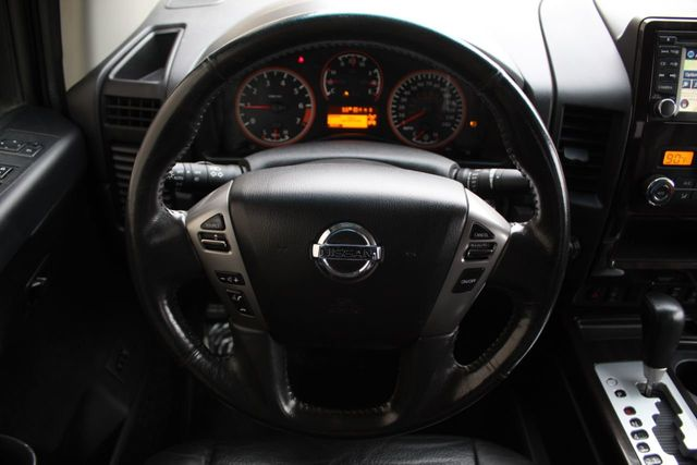 2014 Nissan Titan SL CREW CAB NAVIGATION LEATHER MOONROOF - Click to see full-size photo viewer