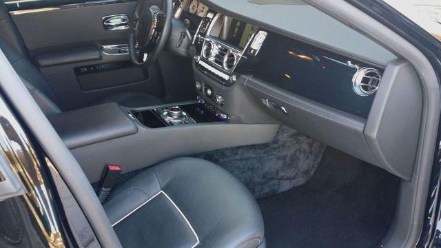 2014 Rolls-Royce Ghost Luxury 5 Place Sedan - 16916819 - 37