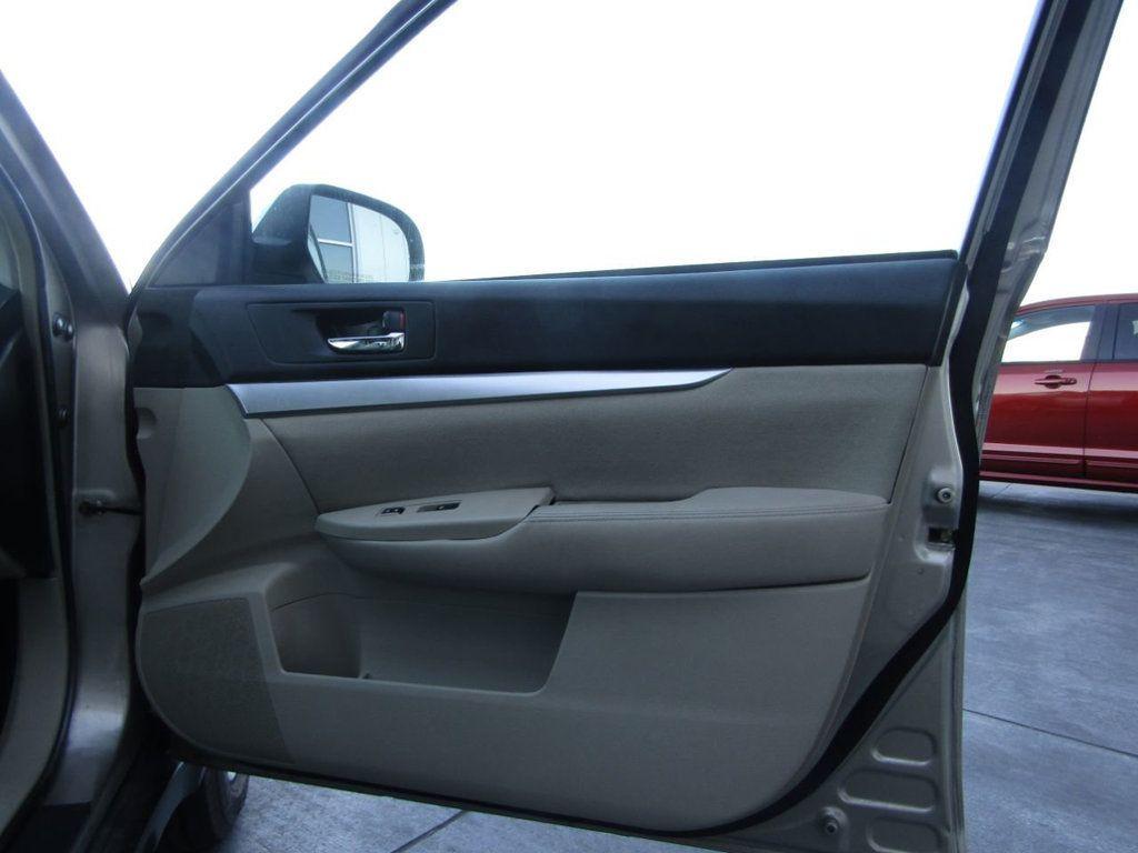 2014 Subaru Outback 4dr Wagon H4 Automatic 2.5i Premium - 16554645 - 28