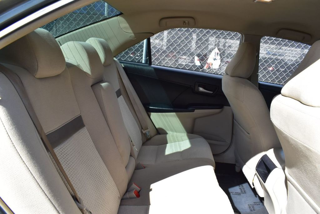 2014 Toyota Camry 2014.5 4dr Sedan I4 Automatic L - 18157158 - 22