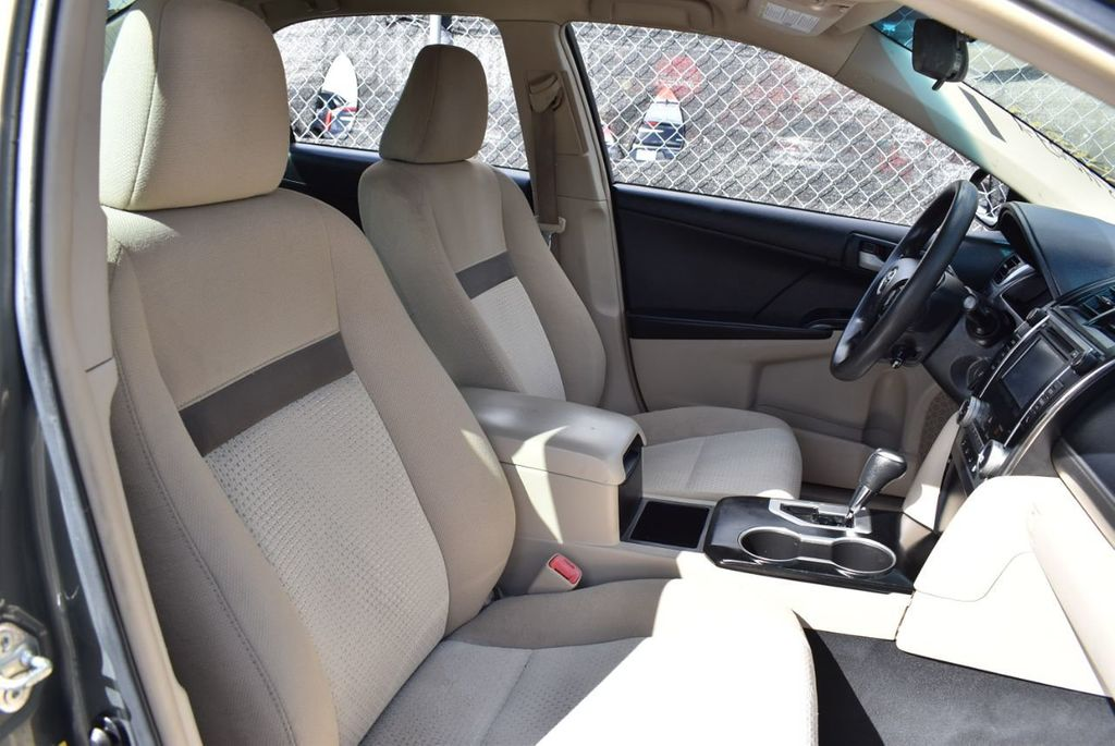 2014 Toyota Camry 2014.5 4dr Sedan I4 Automatic L - 18157158 - 24