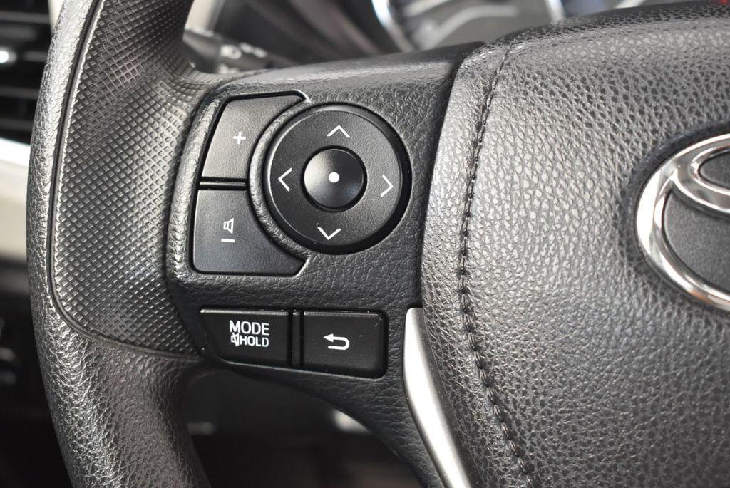 2014 Toyota Corolla  - 17974564 - 19