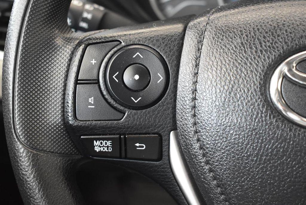 2014 Toyota Corolla 4dr Sedan Automatic L - 17988818 - 19