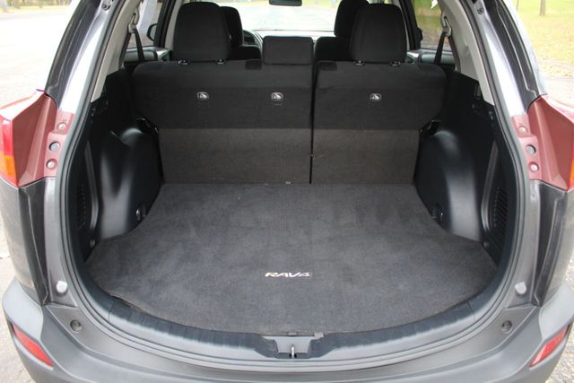 2014 Toyota RAV4 AWD XLE MOONROOF - Click to see full-size photo viewer