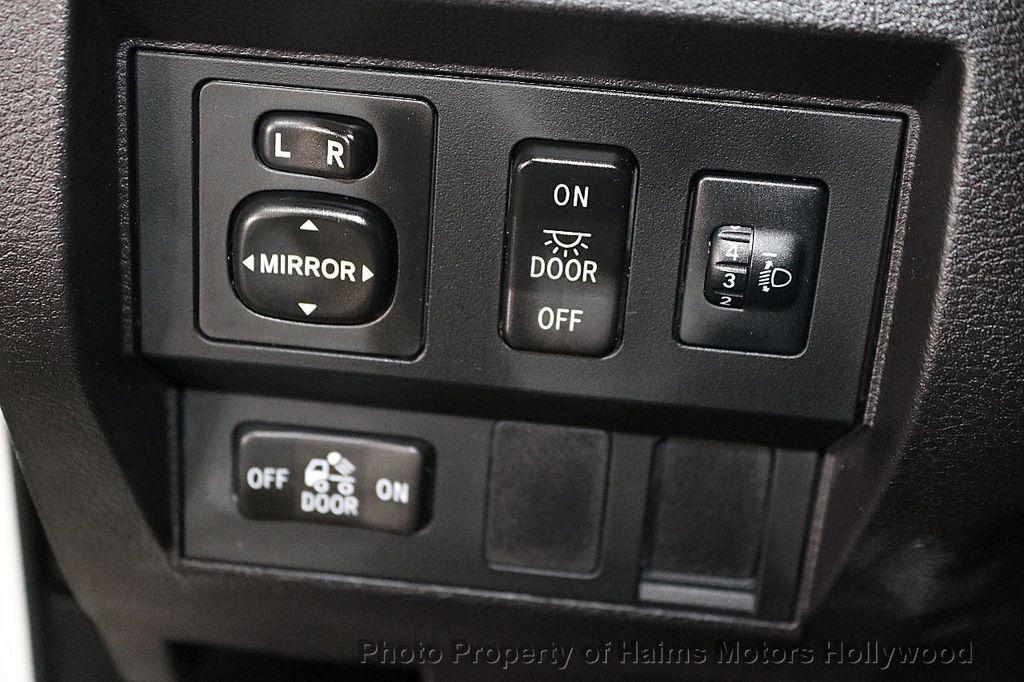 2014 Toyota Tundra Double Cab 4.6L V8 6-Spd AT SR5 (GS) - 18373364 - 24