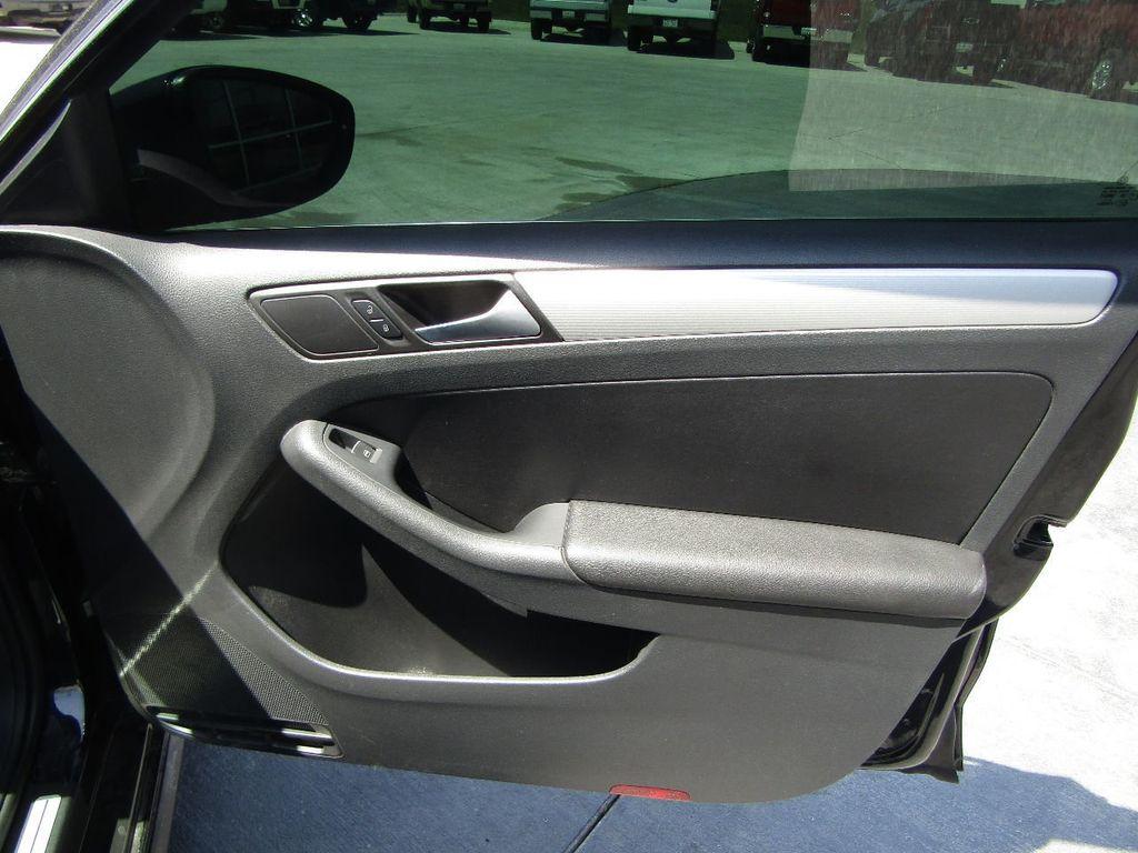 2014 Volkswagen Jetta Sedan 4dr DSG GLI - 17650698 - 24