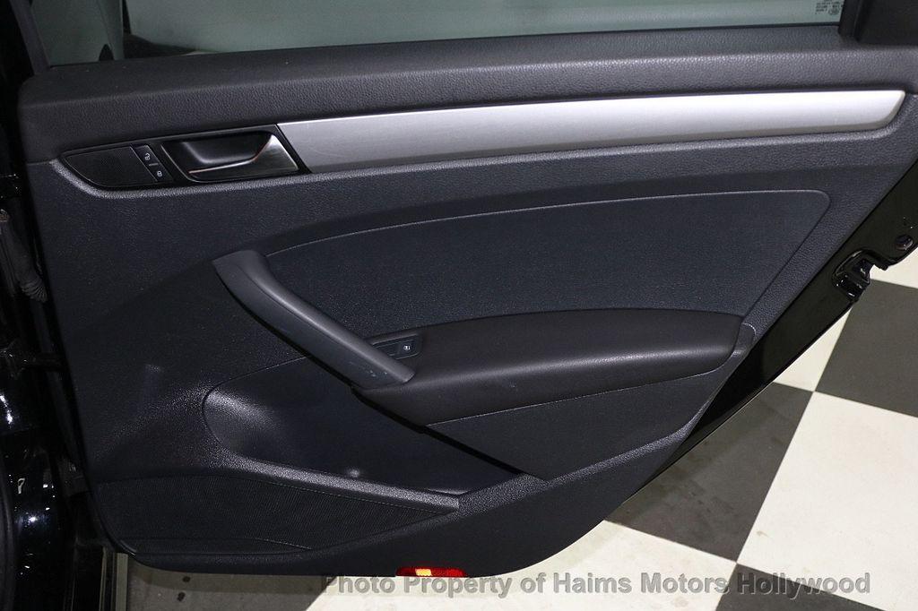 2014 Volkswagen Passat S - 17802207 - 11