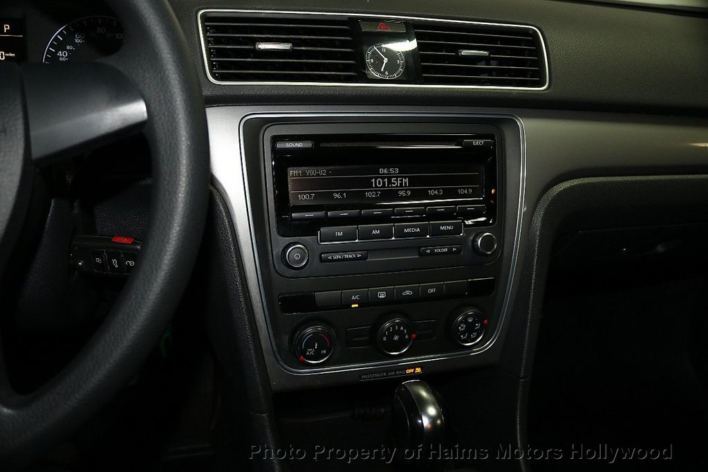 2014 Volkswagen Passat S - 17802207 - 18