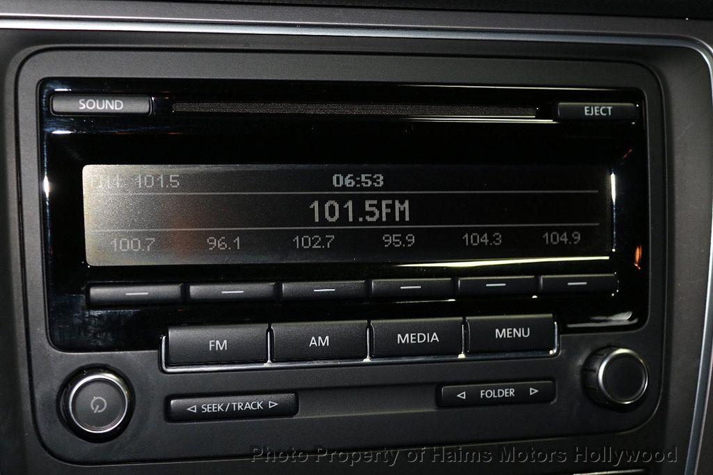 2014 Volkswagen Passat S - 17802207 - 19