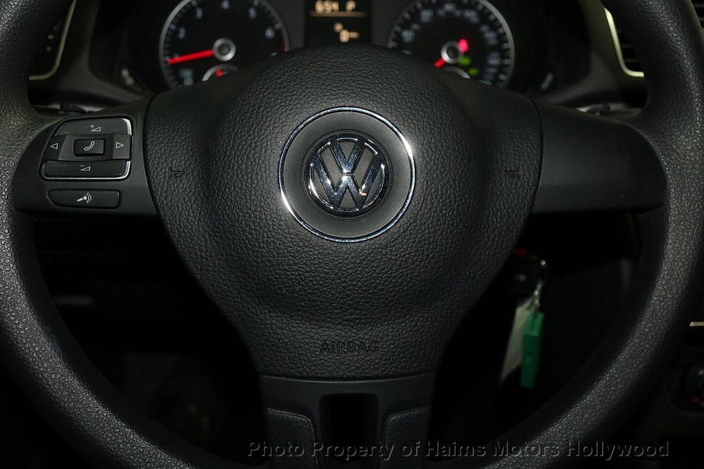 2014 Volkswagen Passat S - 17802207 - 23