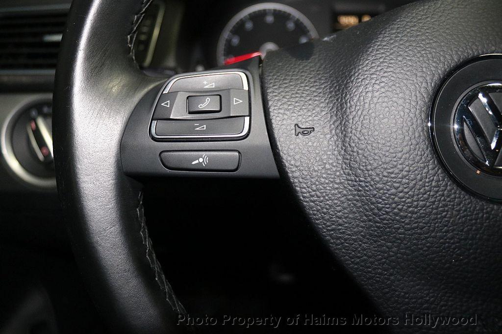 2014 Volkswagen Passat S - 17911470 - 24