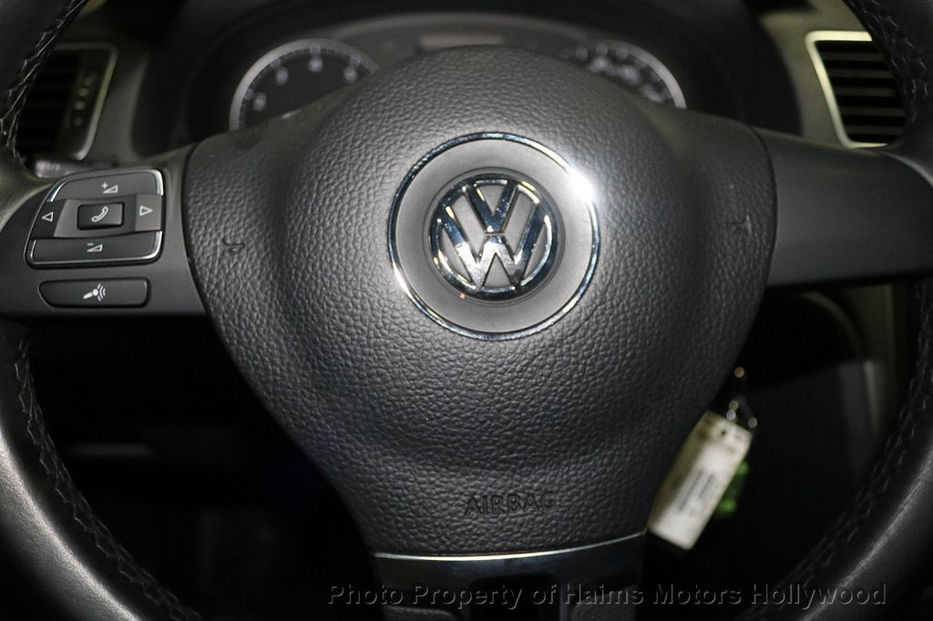 2014 Volkswagen Passat S - 17911470 - 25