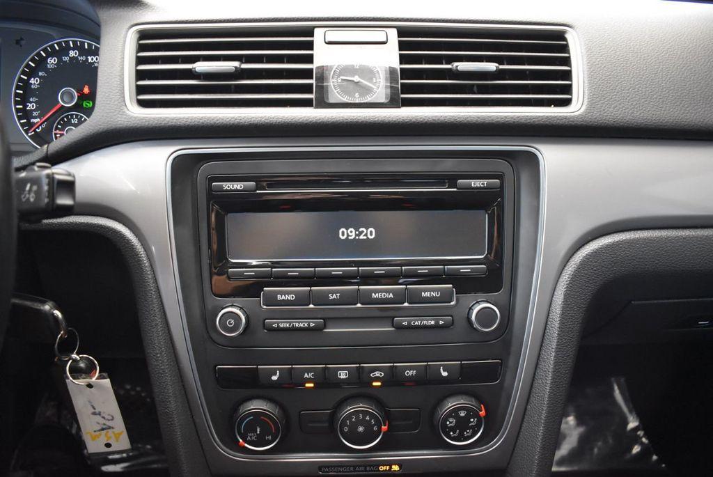 2014 Volkswagen Passat S - 18250859 - 17