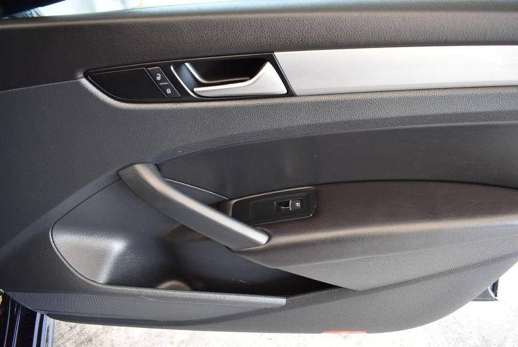 2014 Volkswagen Passat S - 18250859 - 22