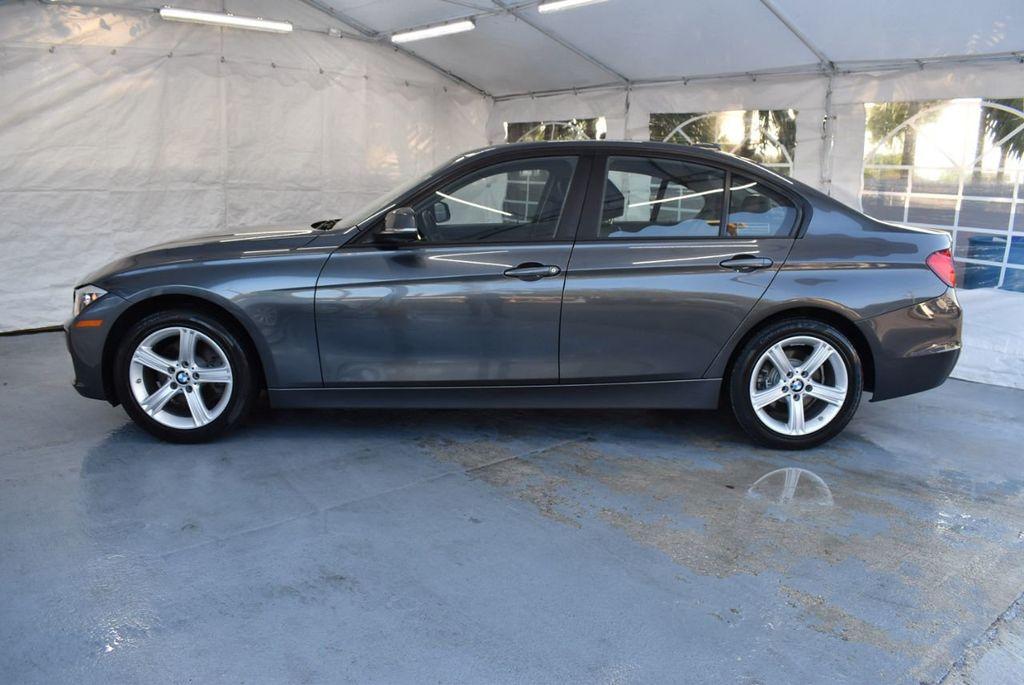 2015 BMW 3 Series 320i - 18387247 - 4