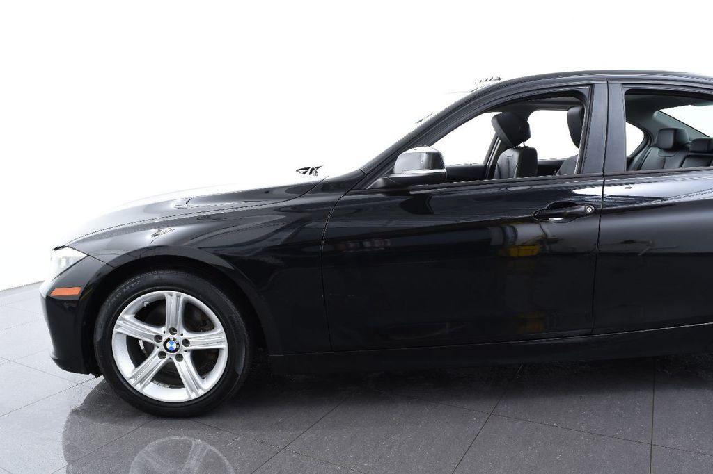 2015 BMW 3 Series 320i xDrive - 17638746 - 4