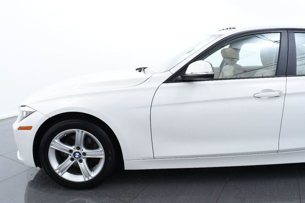 2015 BMW 3 Series 320i xDrive - 17910532 - 4