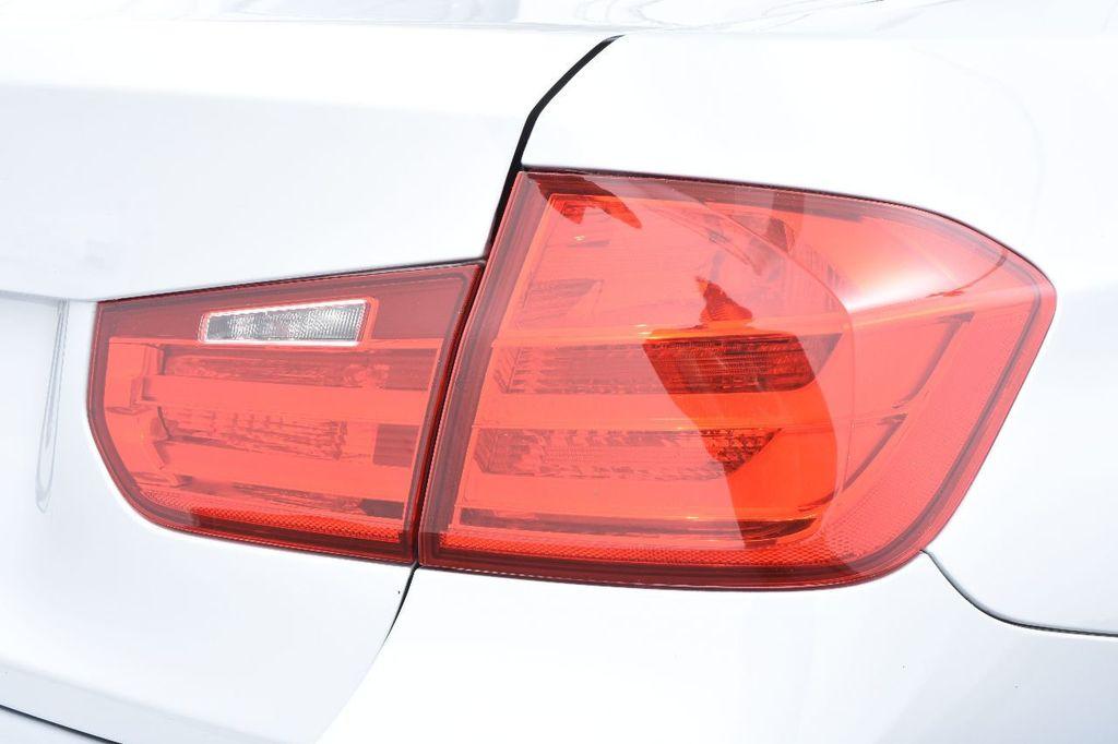 2015 BMW 3 Series 320i xDrive - 17910535 - 16
