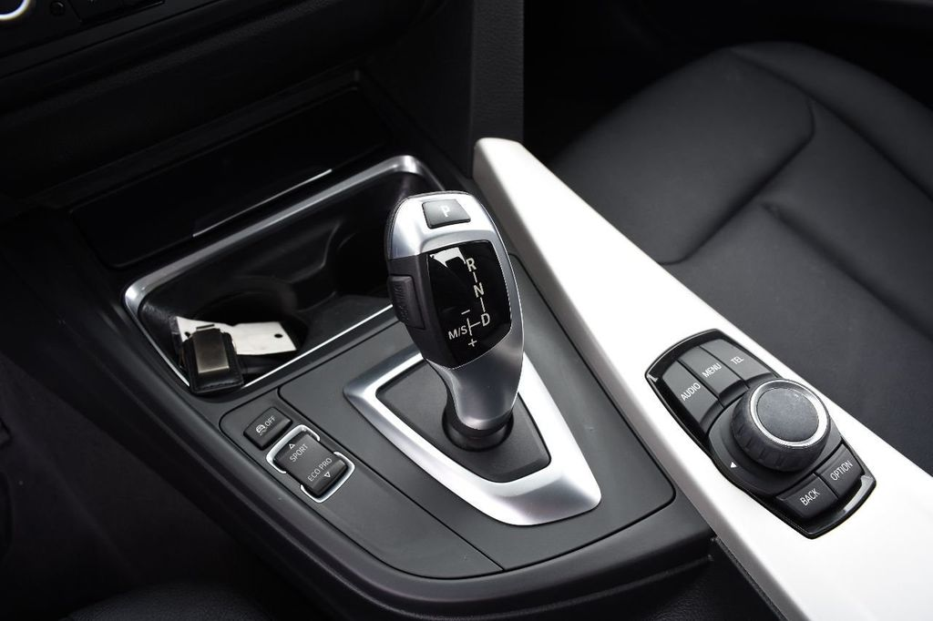 2015 BMW 3 Series 320i xDrive - 17910535 - 29