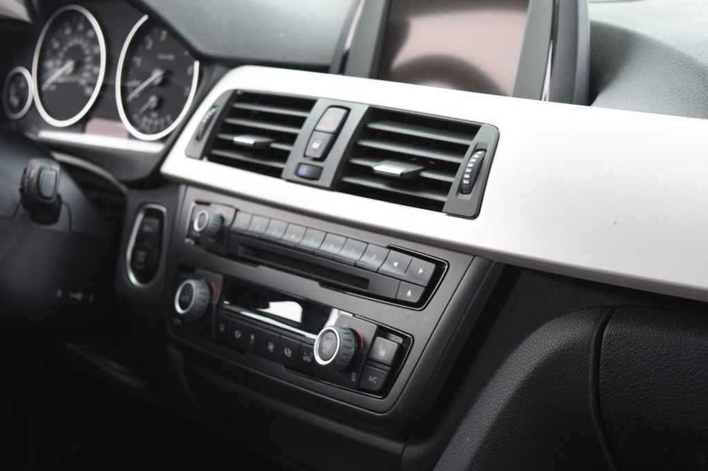 2015 BMW 3 Series 320i xDrive - 17910535 - 30