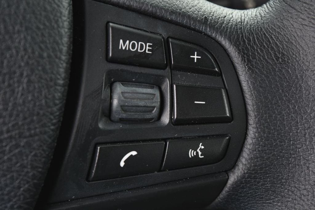 2015 BMW 3 Series 320i xDrive - 17910535 - 31