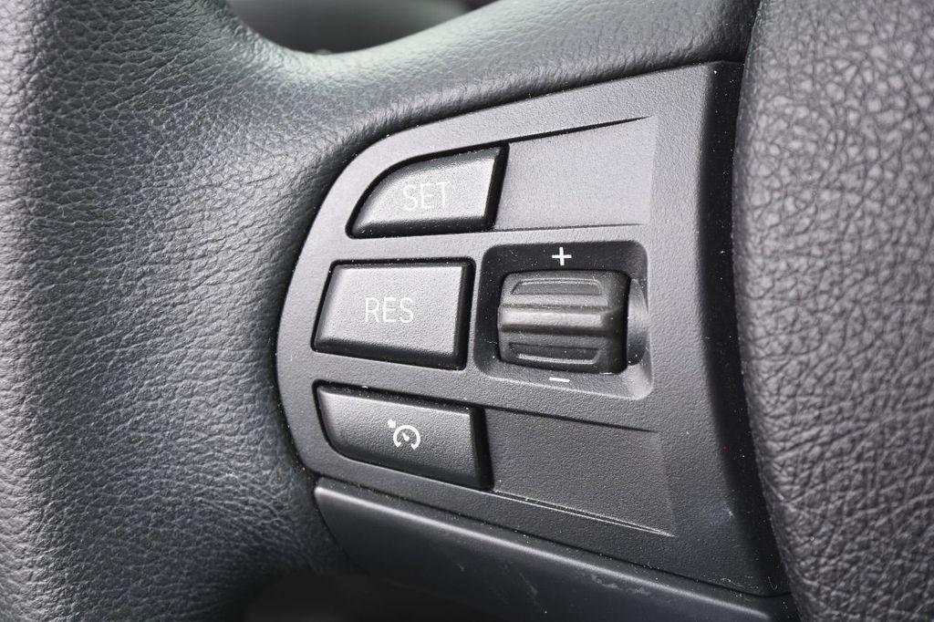2015 BMW 3 Series 320i xDrive - 17910535 - 32