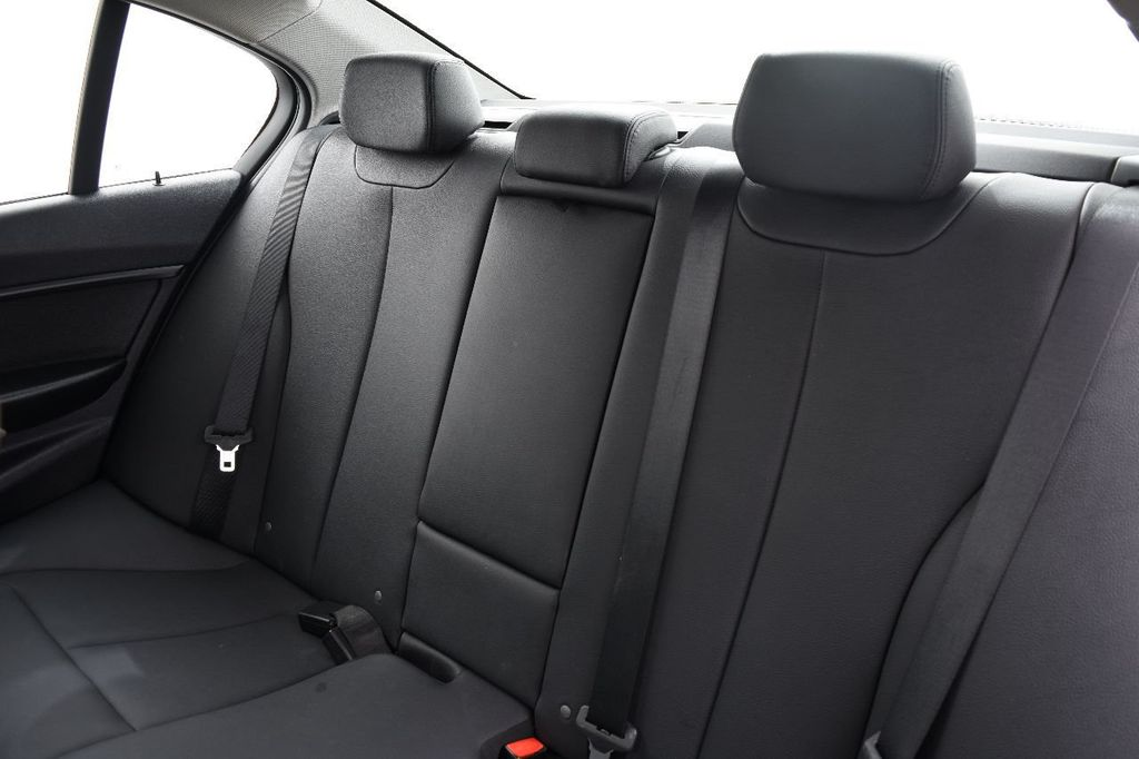 2015 BMW 3 Series 320i xDrive - 17910535 - 36