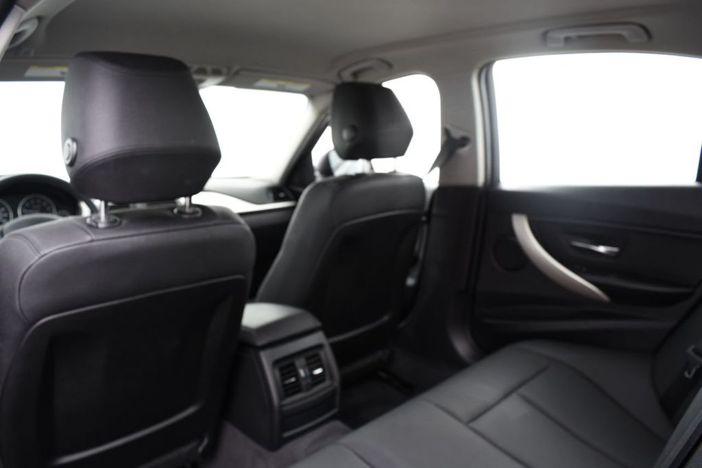 2015 BMW 3 Series 320i xDrive - 17910535 - 38