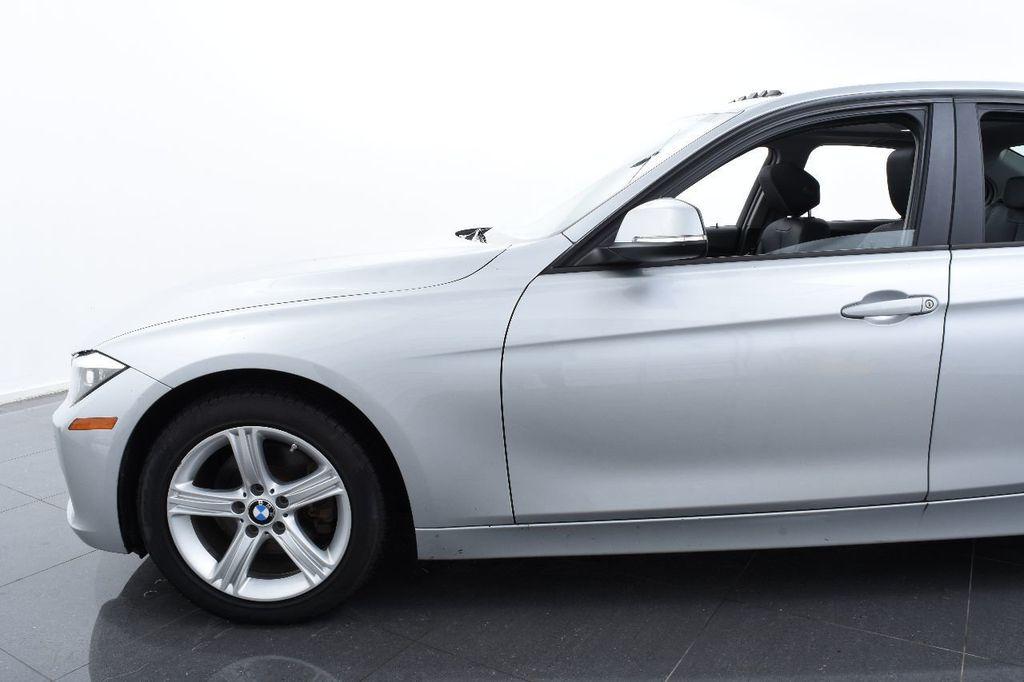 2015 BMW 3 Series 320i xDrive - 17910535 - 4