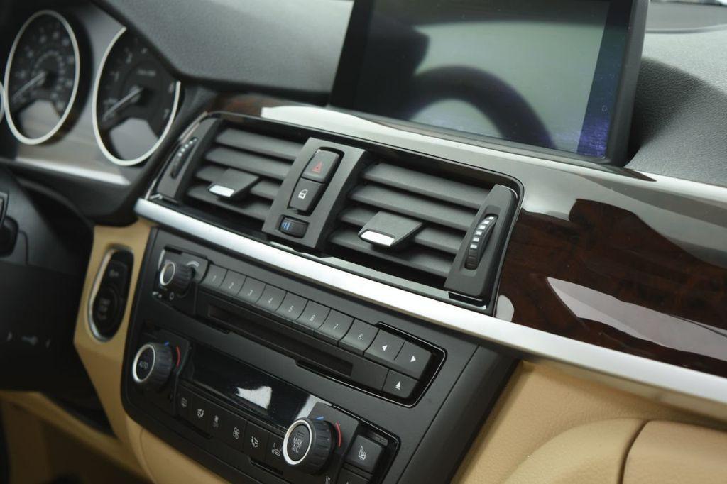 2015 BMW 3 Series 320i xDrive - 18313453 - 39