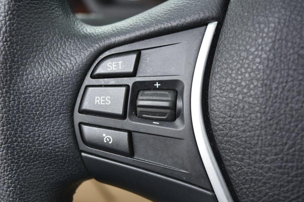 2015 BMW 3 Series 320i xDrive - 18313453 - 41