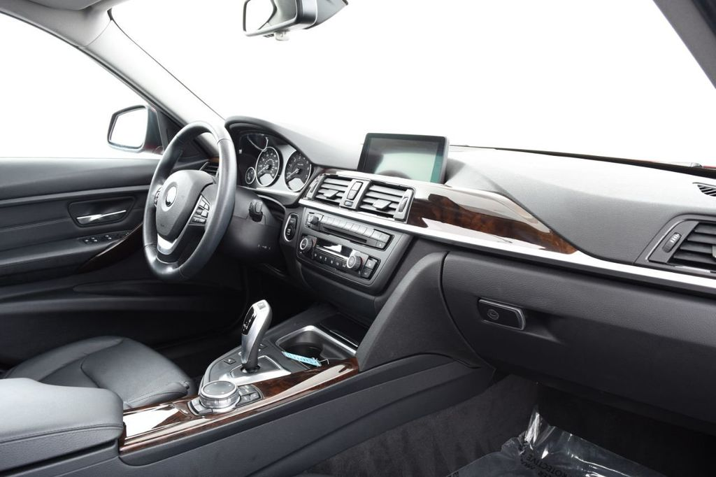 2015 BMW 3 Series 328i xDrive - 18403364 - 22