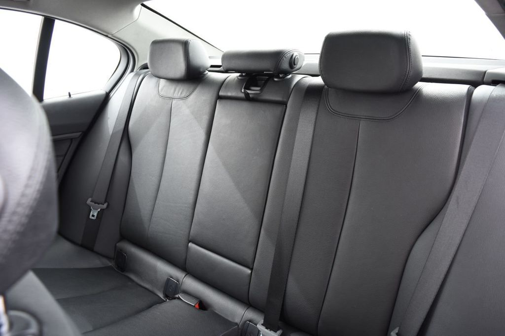 2015 BMW 3 Series 328i xDrive - 18403364 - 40