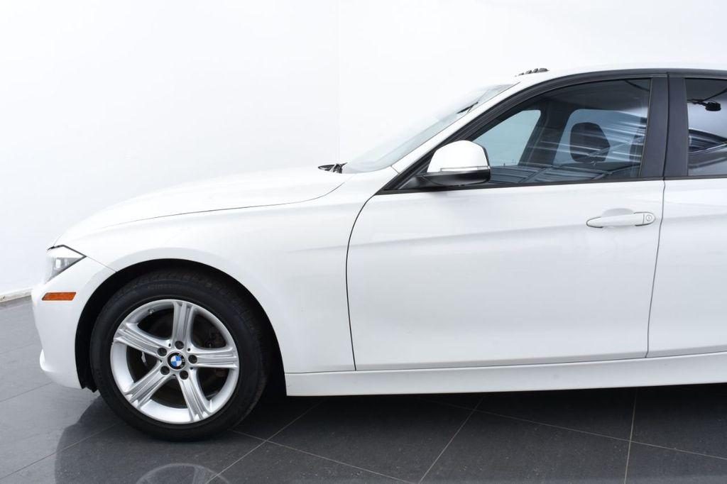 2015 BMW 3 Series 328i xDrive - 18403364 - 4