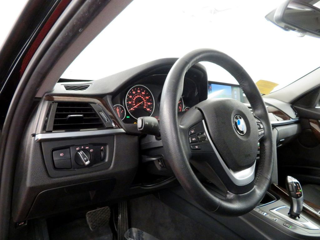 2015 BMW 3 Series 328i xDrive - 18382554 - 15