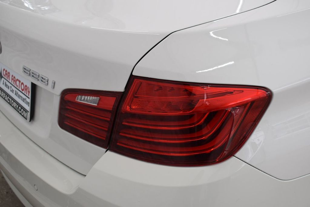 2015 BMW 5 Series 528i - 18592359 - 1