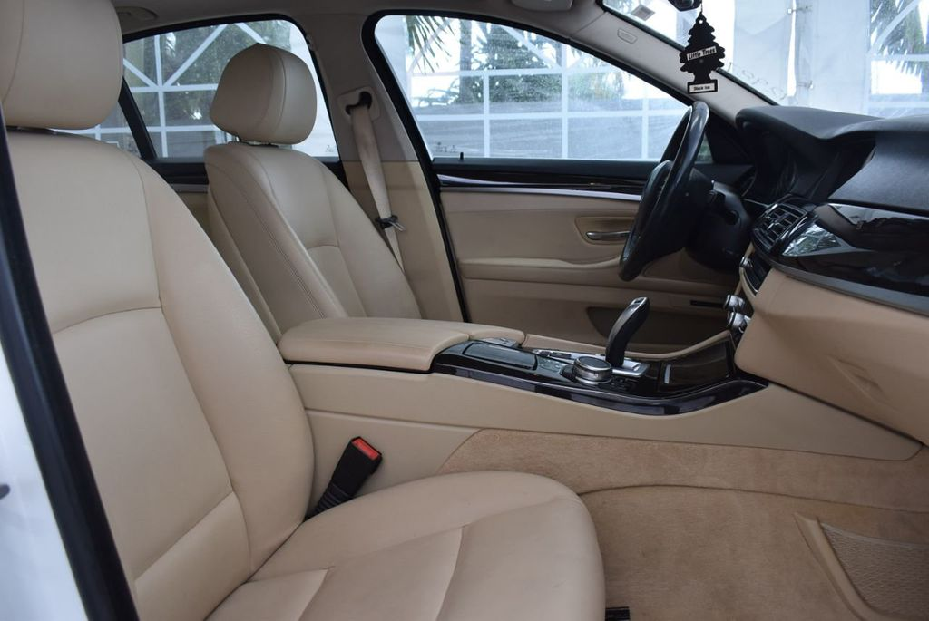 2015 BMW 5 Series 528i - 18592359 - 24
