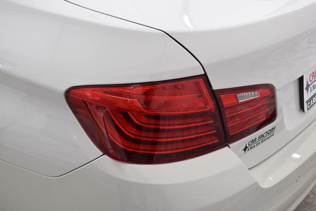 2015 BMW 5 Series 528i - 18592359 - 4