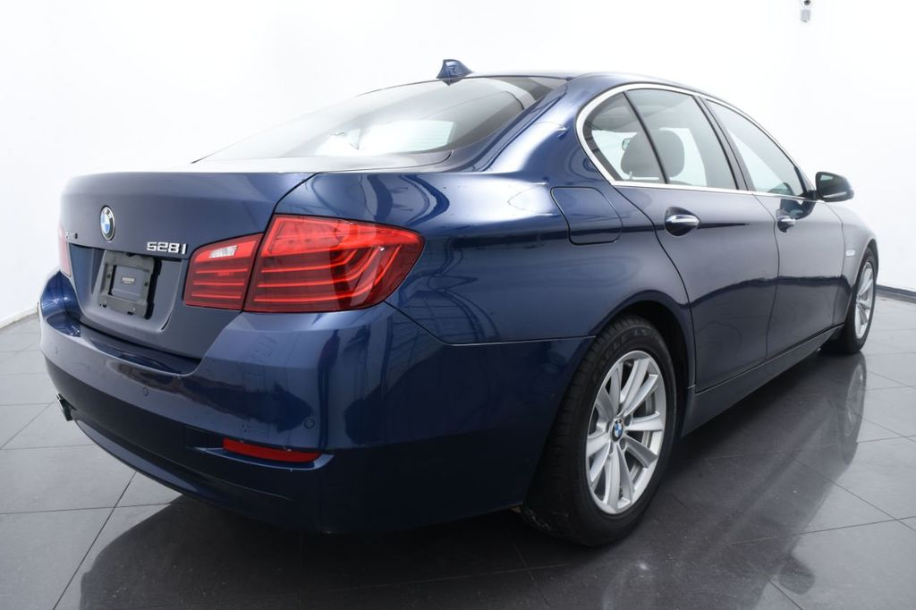 2015 BMW 5 Series 528i xDrive - 18326699 - 9