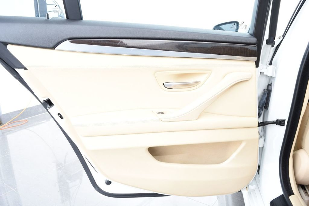 2015 BMW 5 Series 528i xDrive - 18401740 - 54