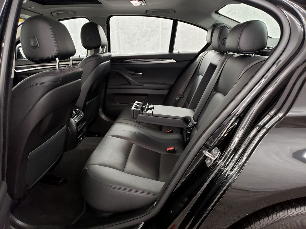 2015 BMW 5 Series 528i xDrive - 18253639 - 9